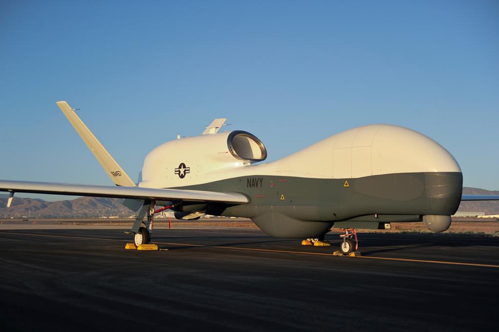 Первый прототип разработанного для ВМС США большого дальнего высотного беспилотного летательного аппарата Northrop Grumman MQ-4C Triton.