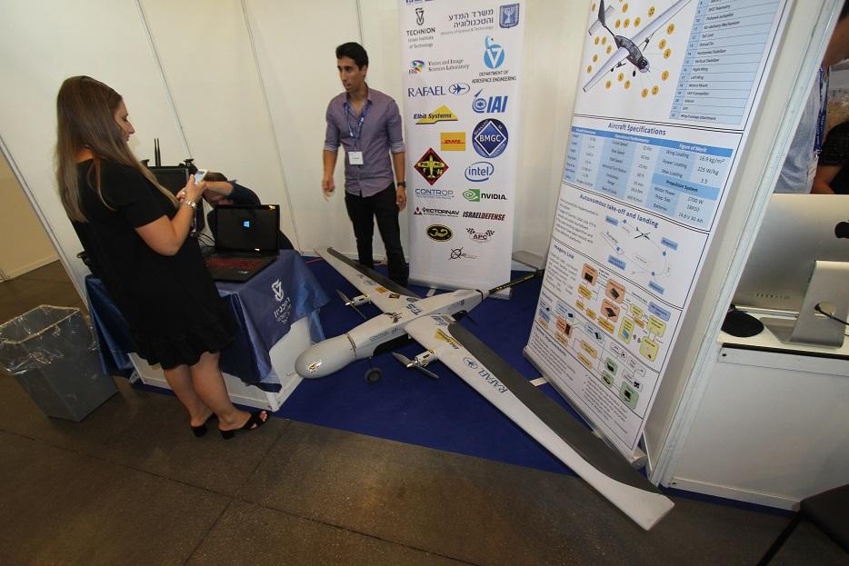 Израильский технологический университет Технион, расположенный в Хайфе, представил на выставке собственный проект БЛА самолетного типа. Проект реализуемый факультетами Аэрокосмического инжиниринга и Инжиниринга электротехники, поддержку которому оказывают IAI, Rafael, Elbit, Controp и другие израильские и неизраильские компании промышленности, направлен на приобретение студентами, обучающимися по соответствующим специальностям, всестороннего практического опыта в создании систем БЛА. Ришон ле-Цион (Израиль), 18.09.2017.