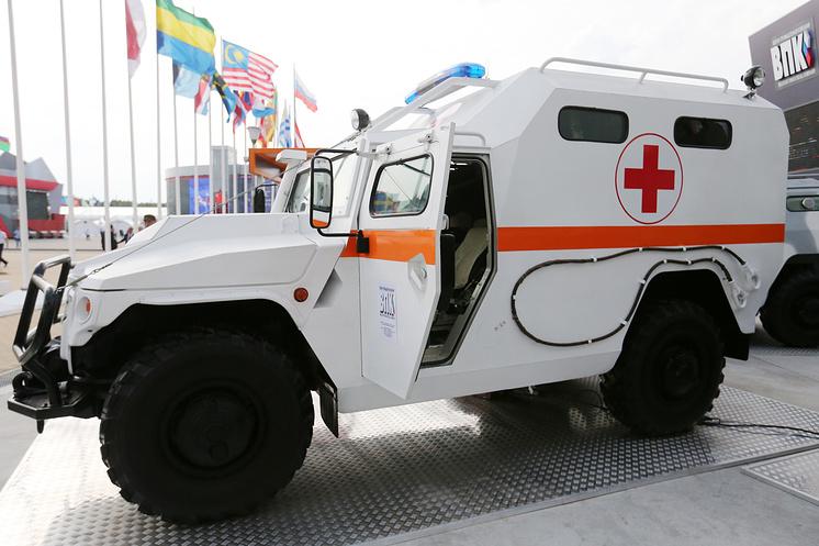 """Бронированный медицинский автомобиль (БМА) """"Тигр""""."""