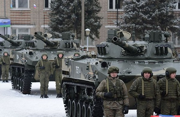 Торжественная церемония передачи батальонного комплекта десантной БМД-4М бойцам Рязанского парашютно-десантного полка.