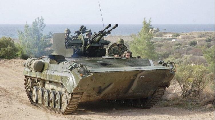Боевая машина пехоты БМП-1П, вооруженная 23-мм зенитной установкой ЗУ-23-2.