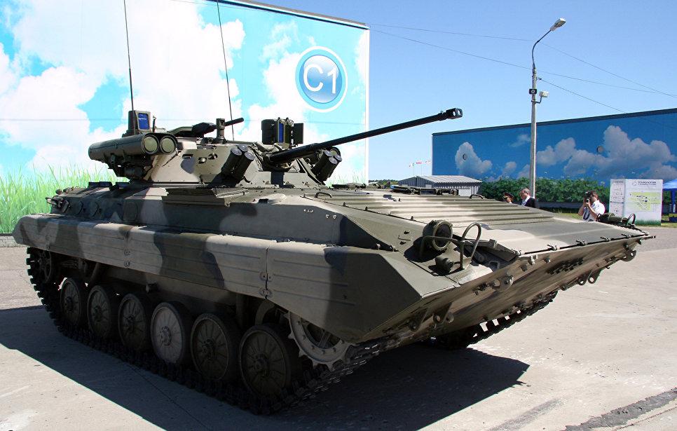 """БМП-2М с модулем """"Бережок"""" на международном форуме """"Технологии в машиностроении 2010""""."""