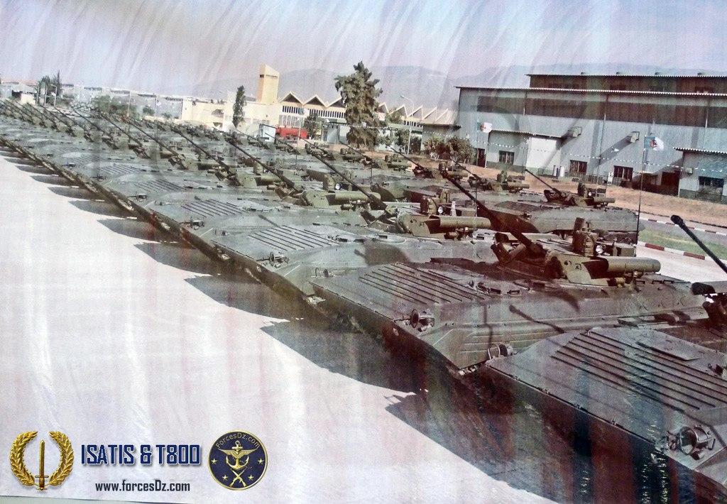 Модернизированные БМП-2М (из БМП-1) алжирской армии на территории бронетанкоремонтного завода BCL министерства обороны Алжира в Блида. 2013 год.
