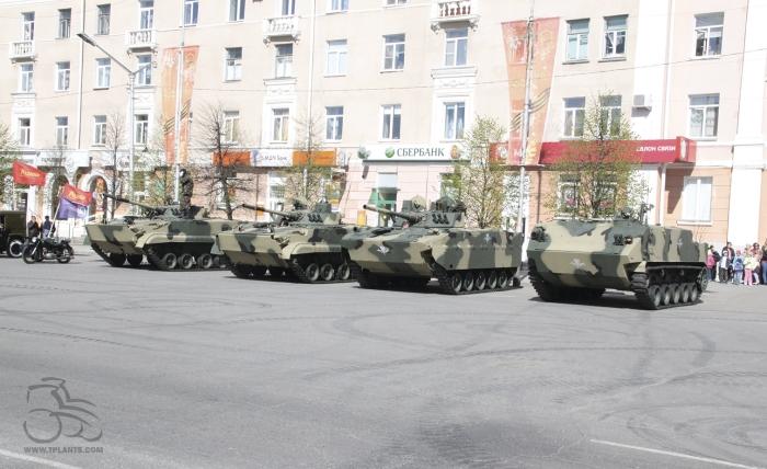 БМП-3, БМД-4М и БТР-МДМ на параде Победы в Кургане.