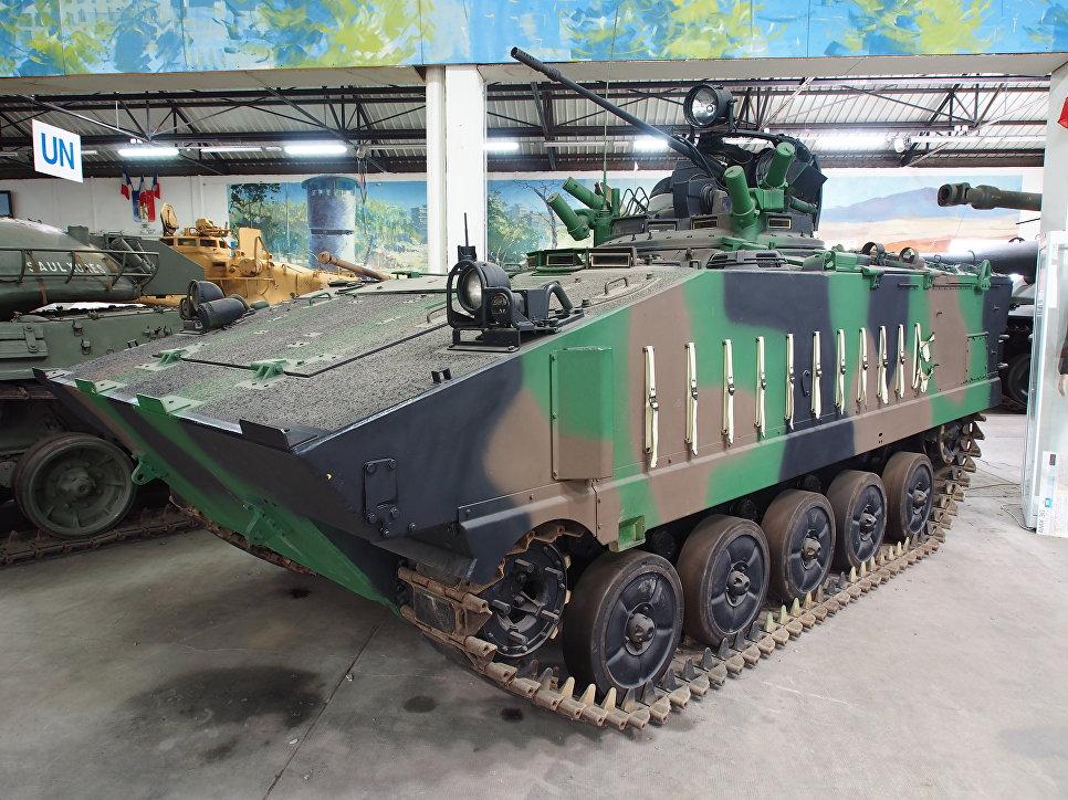 Боевая машина пехоты (БМП) Франции AMX-10P.