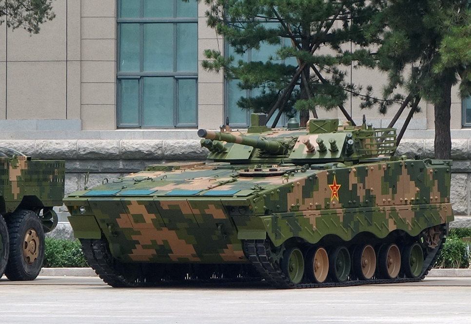 Китайская плавающая БМП ZBD-04A.