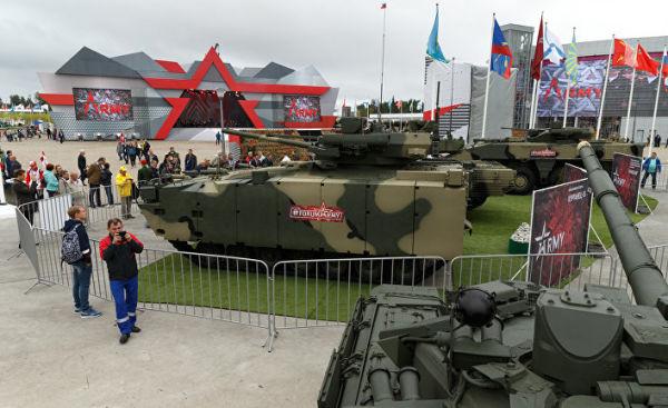 """БМП """"Бумеранг"""" и танк """"Армата"""""""
