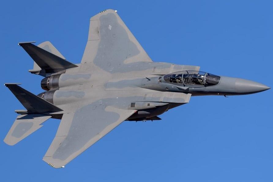Один из проходящих отработку в США построенных для ВВС Саудовской Аравии многофункциональных истребителей Boeing F-15SA.