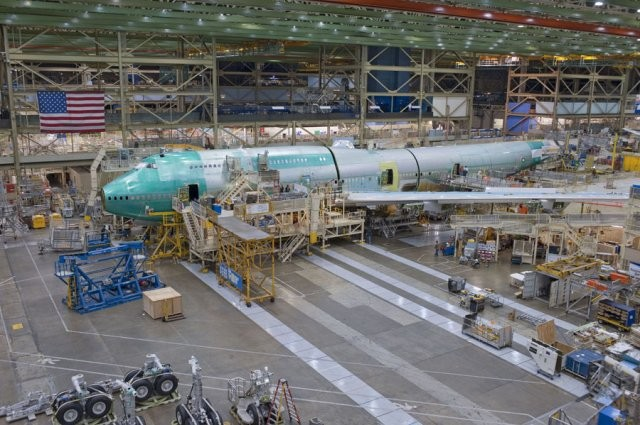 Сборочная линия самолетов Boeing 747-8.