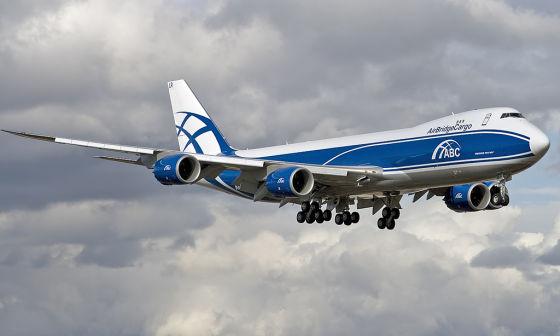 Грузовой самолет Boeing 747-8F