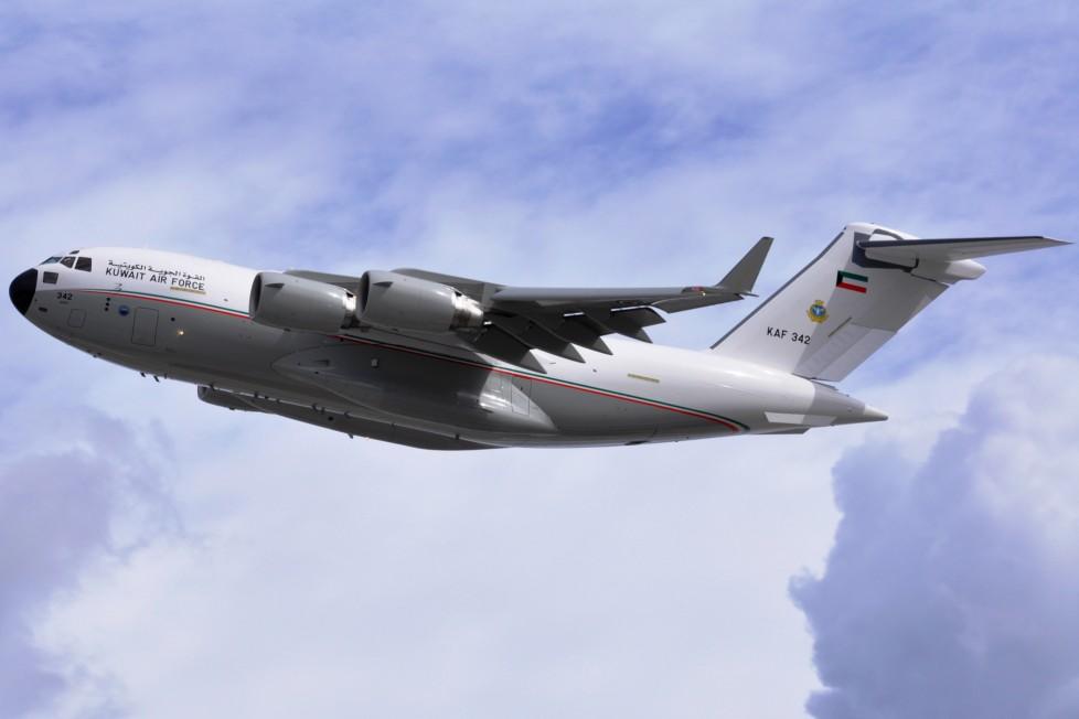 Первый поставленный ВВС Кувейта тяжелый военно-транспортный самолет Boeing C-17A Globemaster III (серийный номер F-264, кувейтский бортовой номер KAF 342).