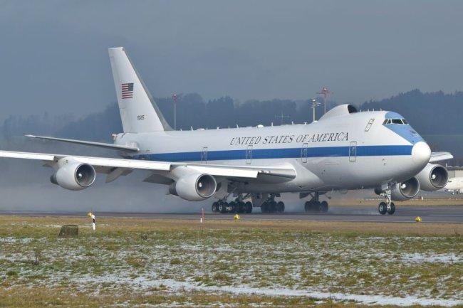 Воздушный командный пункт Boeing E-4B.