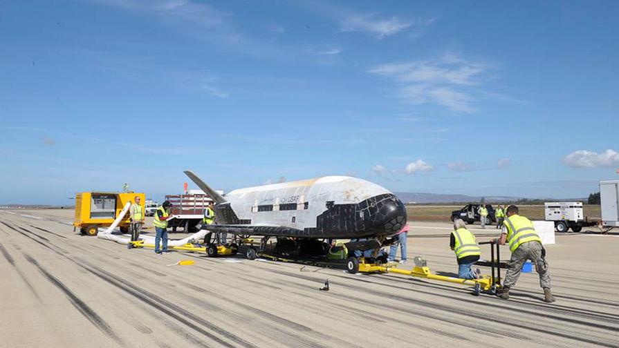 Экспериментальный беспилотный орбитальный самолёт Boeing X-37B.