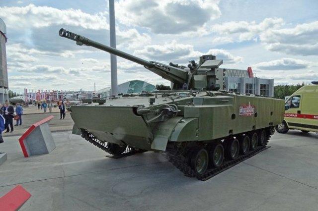 """Боевая машина """"Деривация-ПВО"""" 2С38, оснащенная скорострельной 57 мм пушкой, - сенсация выставки."""