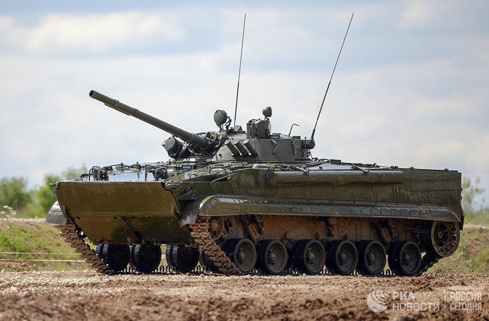 """Боевая машина пехота БМП-3, на базе которой построен робот """"Вихрь""""."""