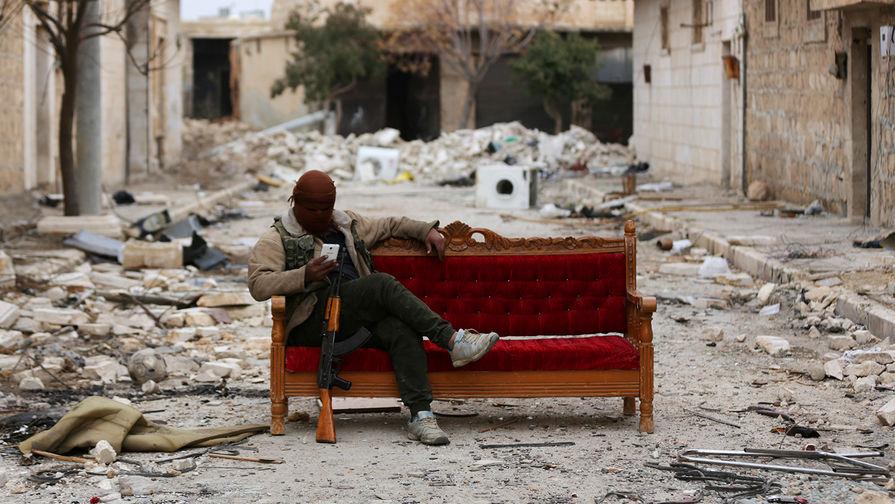 """Боевик """"Свободной сирийской армии"""" в городе Эль-Баб, февраль 2018 года."""