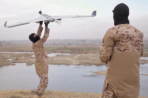 Боевики ИГИЛ (запрещена в РФ) с БЛА.