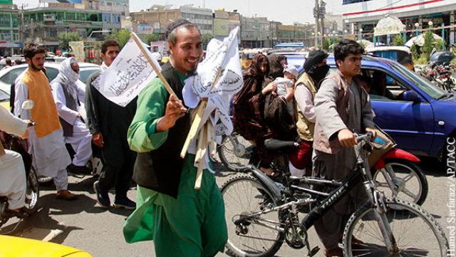 Боевики-талибы мирно вошли в сдавшийся им Кабул