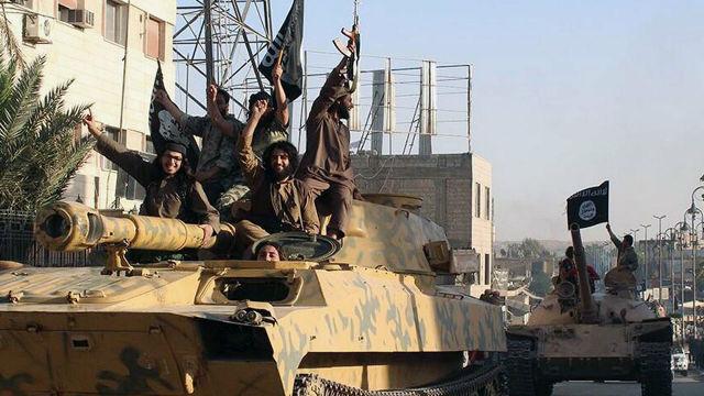 """Боевики террористической группировки """"Исламское государство"""" (ИГ, запрещена в РФ) в городе Ракка, Сирия"""