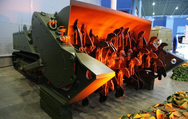 """Боевой робот разминирования на гусеничном ходу """"Уран-6"""""""