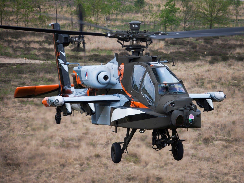 Боевой вертолет Boeing AH-64D Block II Apache (бортовой номер Q-17) из состава демонстрационно-пилотажной группы Apache Demo Team Королевских ВВС Нидерландов, 2014 год.