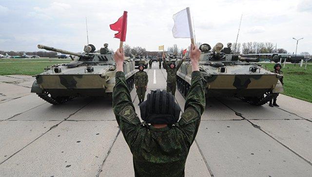 Боевые машины пехоты БМП-3 на репетиции военного парада в Ростове-на-Дону. 19 апреля 2018.