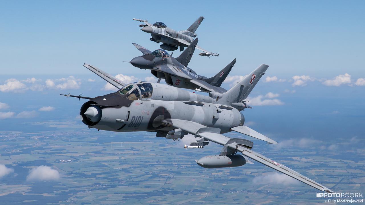 Боевые самолеты Су-22, МиГ-29 и F-16C ВВС Польши.