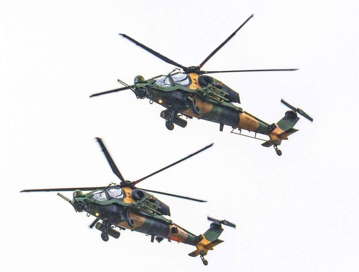Боевые вертолеты TAI Т129 ATAK армейской авиации Турции на военном параде в Исламабаде (Пакистан), 23.03.2018.