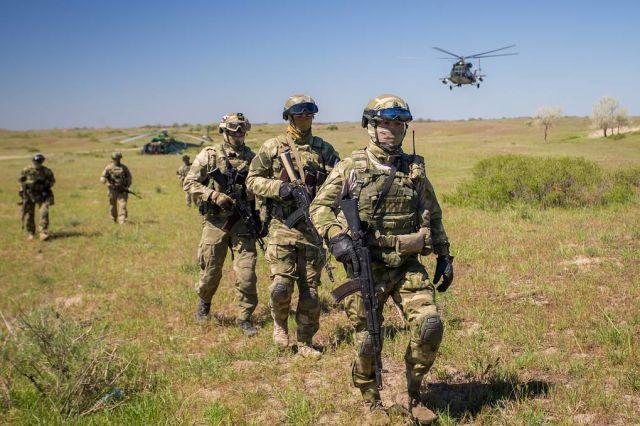 Бойцы Росгвардии в ходе учебно-боевых задач на Северном Кавказе