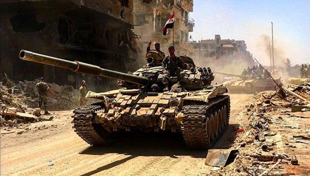 Бойцы сирийской армии в освобожденном лагере палестинских беженцев Ярмук на юге Дамаска.