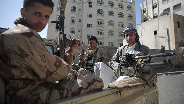Бойцы-шииты в Йемене. Архивное фото.