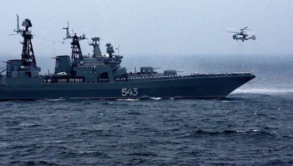 Большой противолодочный корабль (БПК) Маршал Шапошников и вертолет Ка-27ПС Тихоокеанского флота РФ