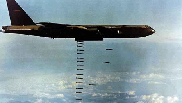 Бомбардировка целей во время войны во Вьетнаме.