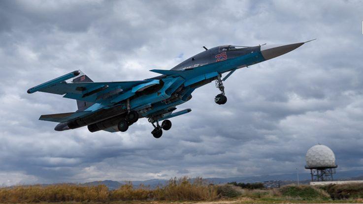 Бомбардировщик Су-34.