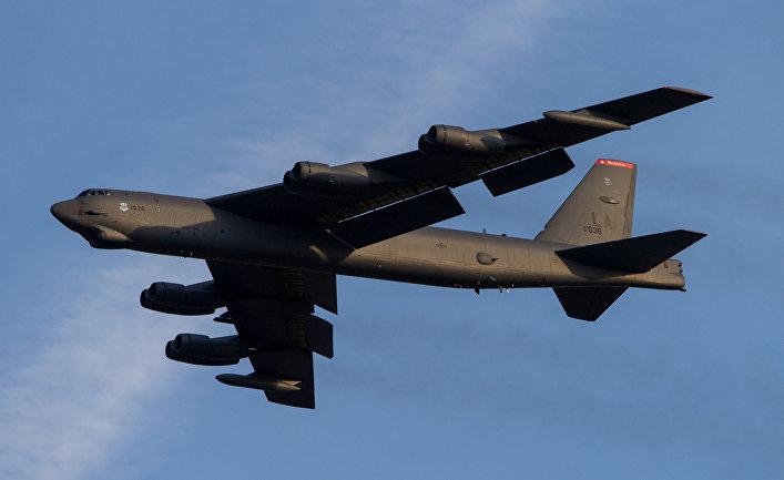 Бомбардировщик B-52.
