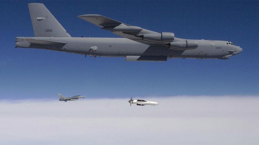 Бомбардировщик Б-52 с бомбой GBU-57 (иллюстрация).