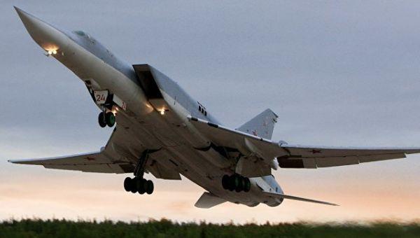 Бомбардировщик Ту-22М3 во время перелета с оперативного аэродрома в Северной Осетии в пункт постоянной дислокации