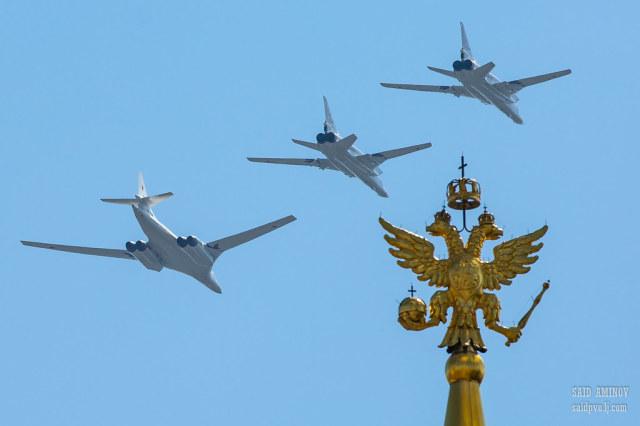 Бомбардировщики Ту-160 и Ту-22М3 Дальней авиации ВКС России на Параде Победы в Москве 24.06.2020
