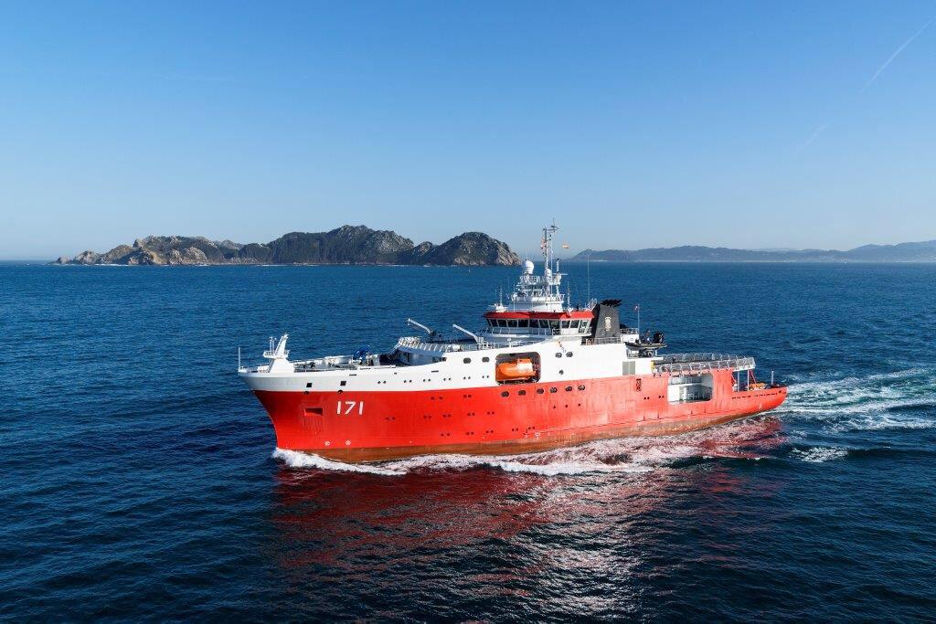 Построенное для ВМС Перу испанской судостроительной компанией Construcciones Navales P. Freire антарктическое полярное исследовательское судно BOP 171 Carrasco. Март 2017 года