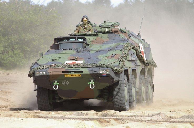 Одна из трех первых бронированных медицинских машин на базе бронетранспортера Boxer, переданная армии Нидерландов 25.06.2014.