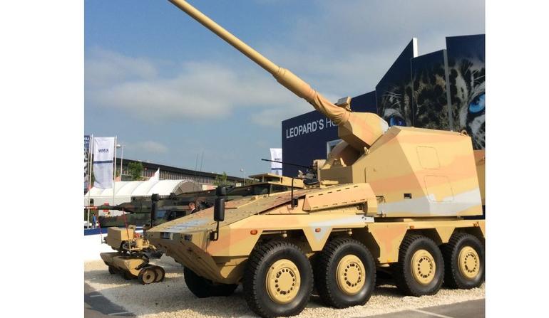 Тяжелый колесный (8х8) транспортер Boxer, оснащенный необитаемой башней AGM (Artillery Gun Module - артиллерийский модуль) 155 мм.