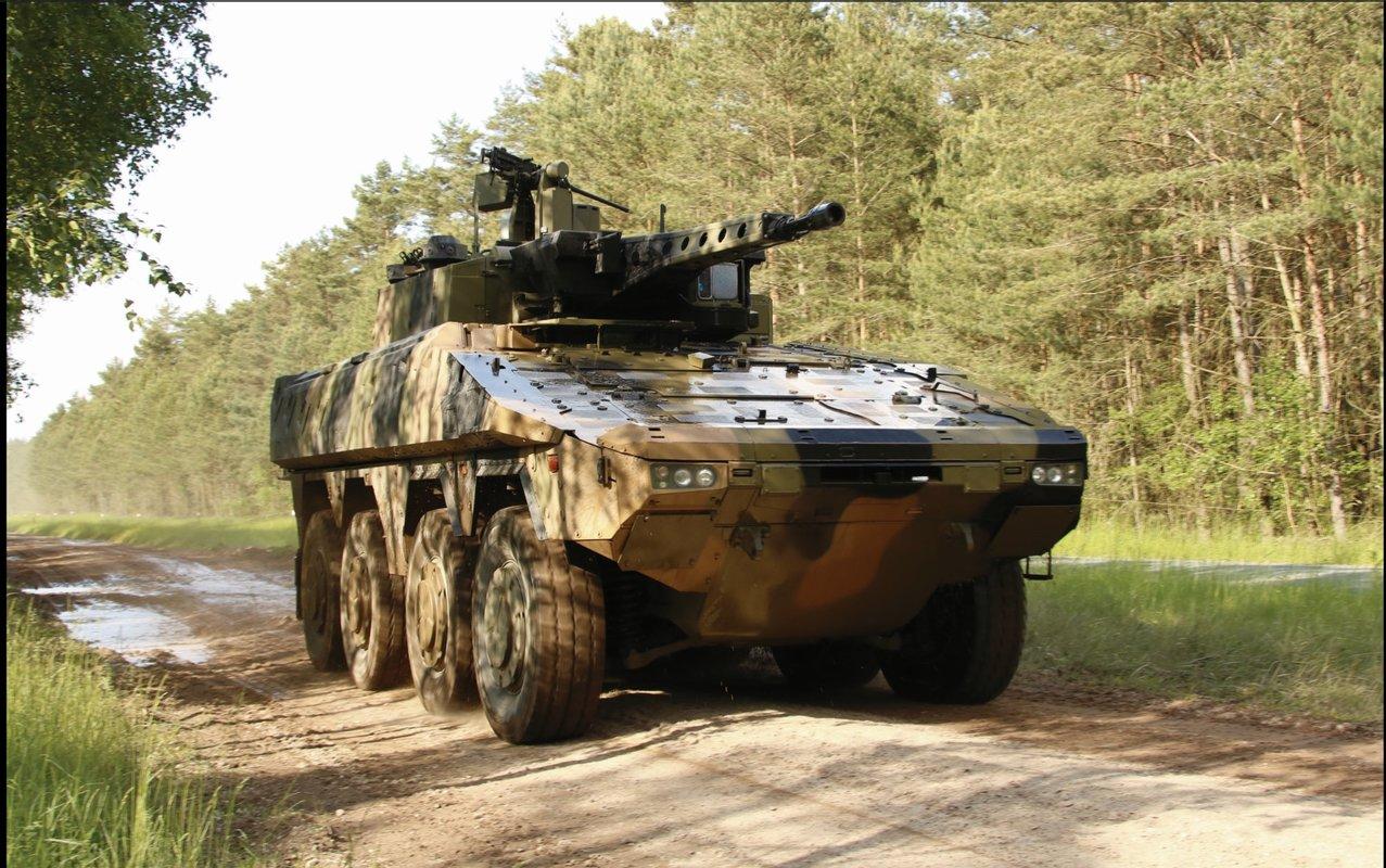 Боевая разведывательная машина Rheinmetall Boxer CRV, отобранная одним из двух претендентов для дальнейших испытаний по программе австралийской армии LAND 400 Phase 2 (Mounted Combat Reconnaissance Сapability). Машина оснащена комплектом дополнительного бронирования.