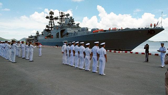 БПК Адмирал Виноградов во время первого дня визита группы кораблей российского тихоокеанского флота в Таиланд.