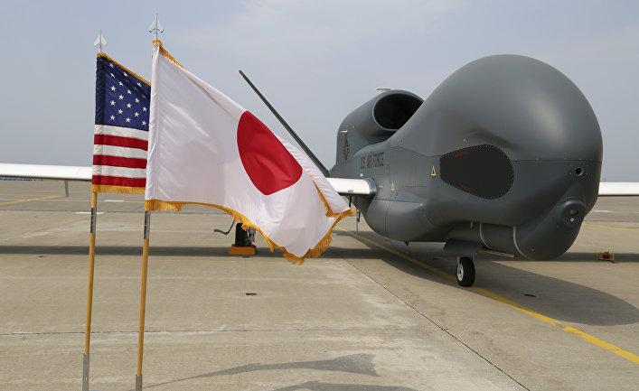 БПЛА Global Hawk на авиабазе в Японии.