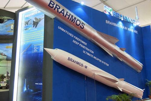 Макет ракеты «БраМос-М»