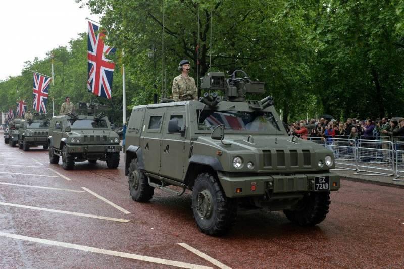 Легкие бронированные машины Panther FCLV (Iveco LMV) бронеразведывательного полка Дворцовой кавалерии (Household Cavalry Regiment) британской армии на параде в Лондоне, 28.05.2014.