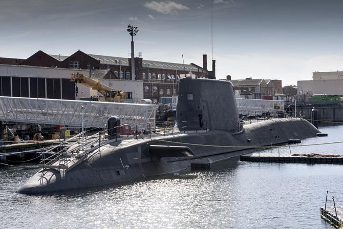 Британская атомная многоцелевая подводная лодка S 121 Artful типа Astute (c) ВМС Великобритании.