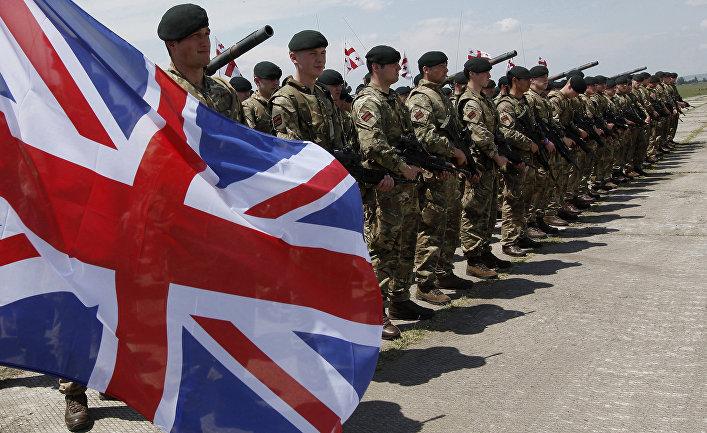 Британские военнослужащие.