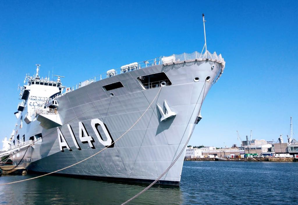 Вошедший в состав ВМС Бразилии как А 140 Atlântico бывший британский десантный вертолетоносец L 12 Ocean. Девонпорт, 29.06.2018.