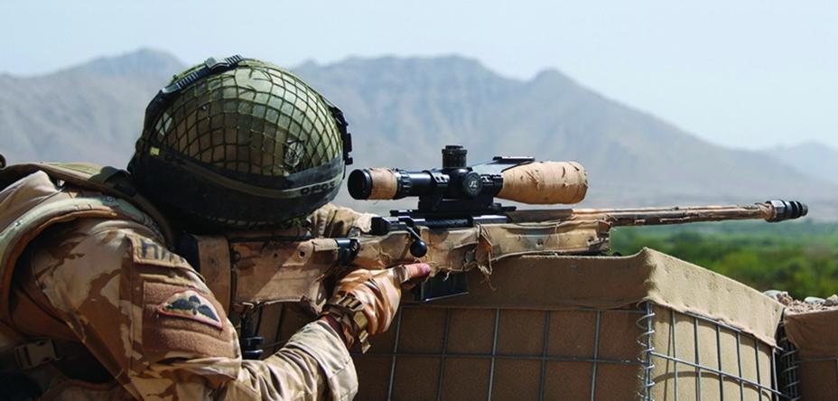 Британский снайпер с винтовкой Accuracy International в Афганистане.